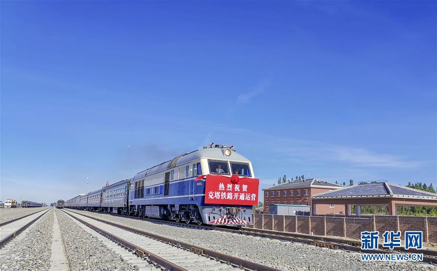 """(图文互动)(3)穿越""""魔鬼风区""""的克塔铁路通车 新疆实现所有地州首府通火车"""